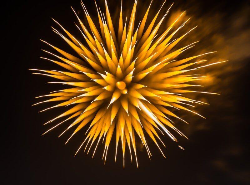 カラフルで雄大な近代花火は横浜からはじまった