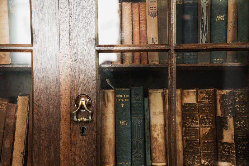 書籍をはじめ、頁もの印刷物の 出生証明書が「奥付」です。