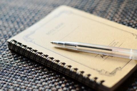 組織や部門、立場によって使い方が変わる不思議な言葉「入稿」。