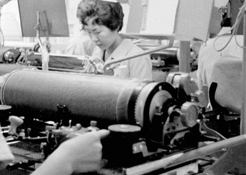 女性の技能が輝いた、和文タイプライターの時代