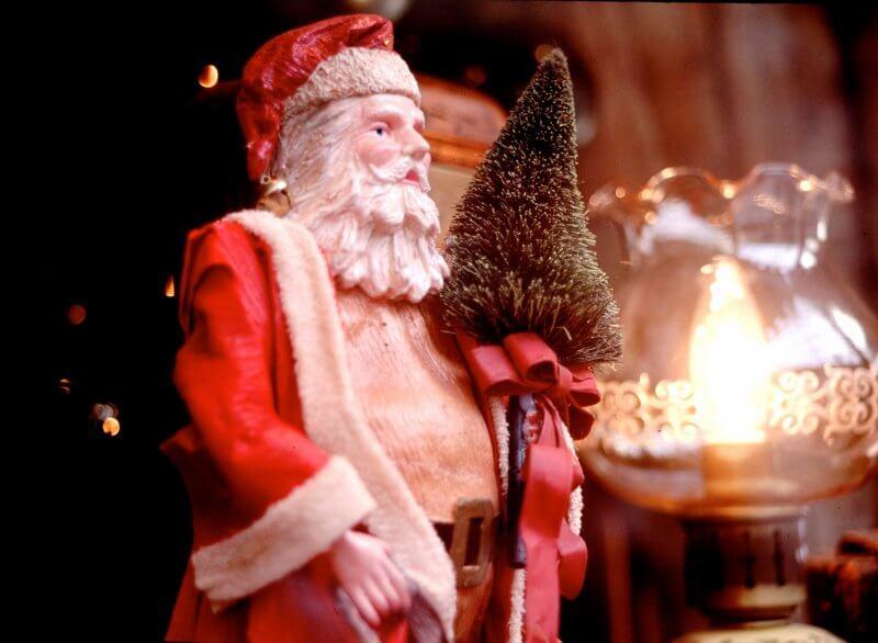 サンタクロースの衣装はなぜ赤い!?