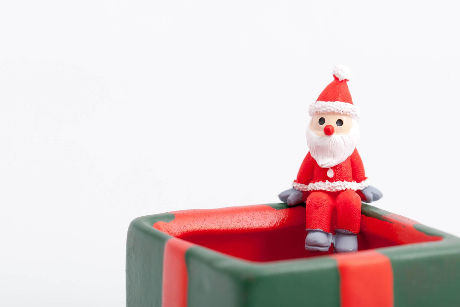 サンタクロースの衣装はなぜ赤い?その由来を調べてみた
