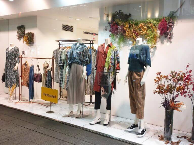 【事例紹介】株式会社スミノ様「ショーウィンドウの装飾で入店率をアップ!静電シール活用事例 」