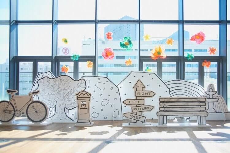 【事例紹介】LITTLE ARTISTS LEAGUE様 アートプロジェクト 「やさしさの花」のリボード什器制作
